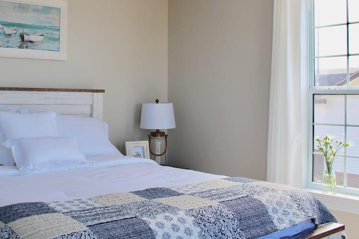 Cozy Room with Spectacular Ocean Views