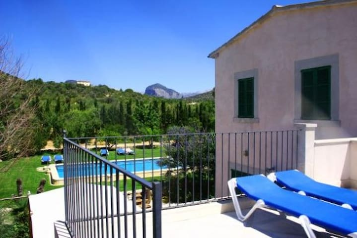 Beautiful villa, wifi, big pool, BBC, train nearby - Consell - House