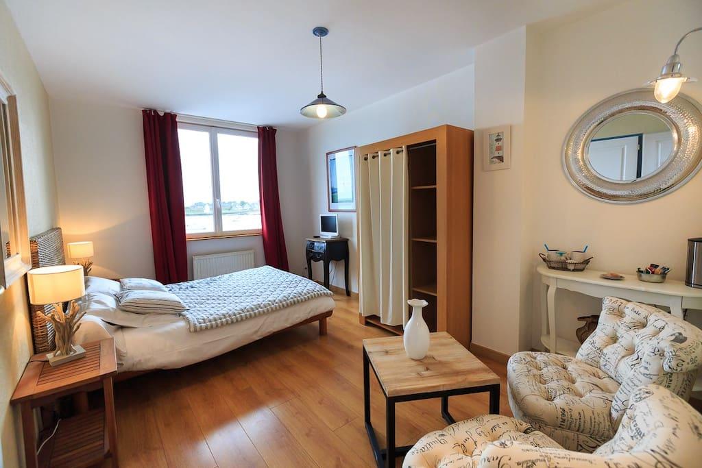 Chambre superbe vue mer chambres d 39 h tes louer barfleur basse normandie france - Chambres d hotes barfleur ...