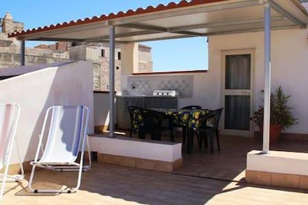 Casa con ampia terrazza attrezzata - Apartments for Rent in San ...