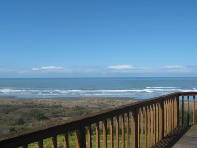 Clam Beach House, Ocean Views - McKinleyville - Talo
