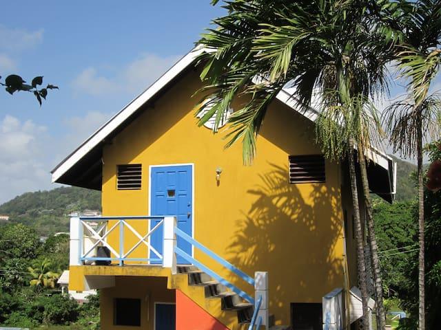 Buttercup Cottage Apartments - Hibiscus