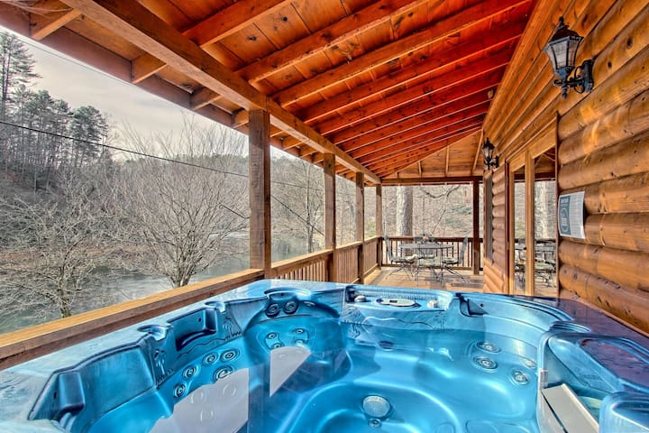 Riverfront home w/ hot tub, firepit &  wrap-around deck - dogs welcome!