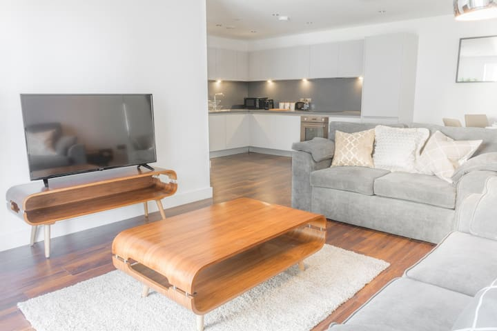 Huge Luxury 3 Bed Apt,  Near Theatres & Deansgate!