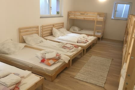 Accomodation for 1 up to 14 people. - Munic