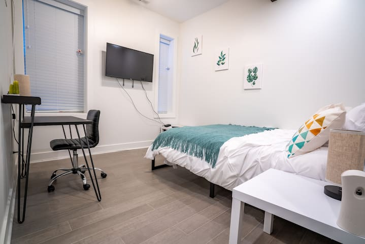 Newly renovated Suite in prime West Town location!