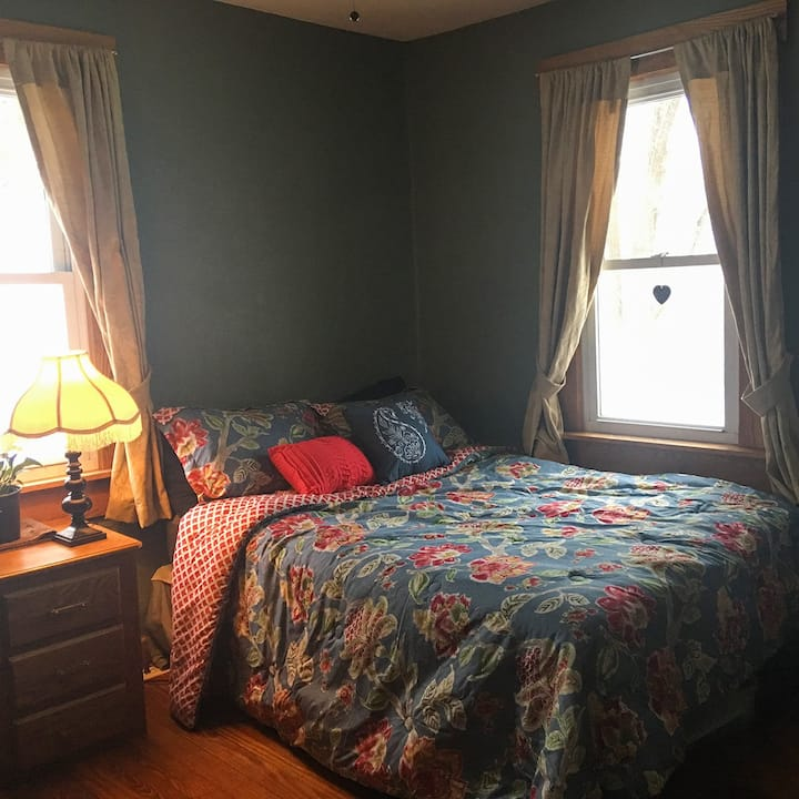 Cozy Bedroom in Tao Cottage - A Peaceful Getaway