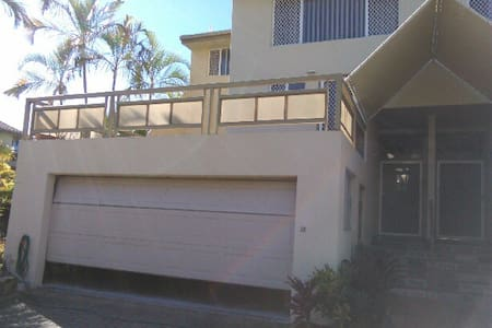 Friendly Runaway Bay Town House - Townhouse