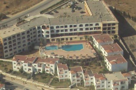 Appartement meublé touristique plage et piscine - Ksar es Seghir - Lägenhet