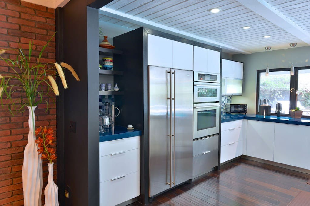 Luxury 5 bedroom 85 pool home for 16 near irvine for Matelas lit simple costco