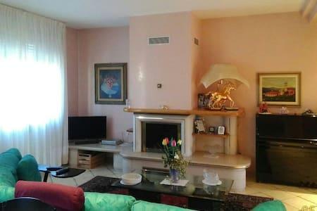 Stanze private in appartamento di 120mq a Collegno - Collegno - Byt