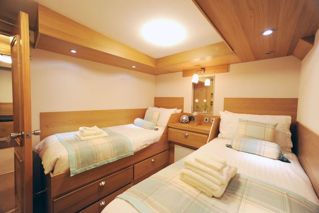 Alba twin cabin