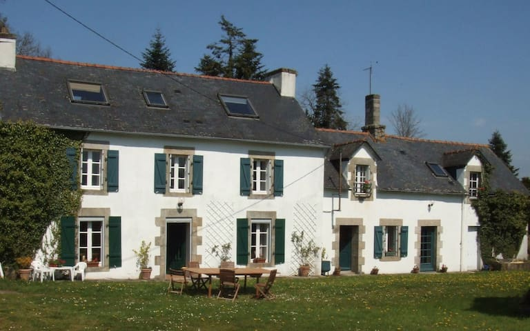 A beautiful Breton Farmhouse, Cottage & Barn - Leuhan