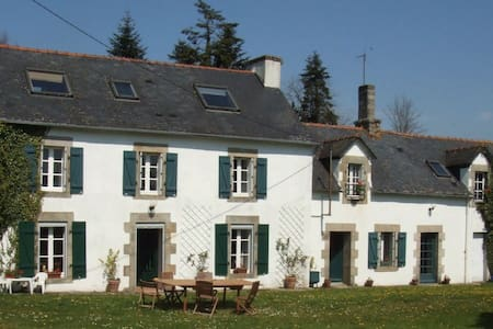 A beautiful Breton Farmhouse, Cottage & Barn - Leuhan - Hus