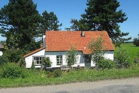 Authentieke sfeervolle vrijstaande polderwoning - Zuidzande - Mökki