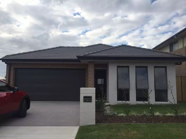 Penrith house-Walk to station &Shopping Center