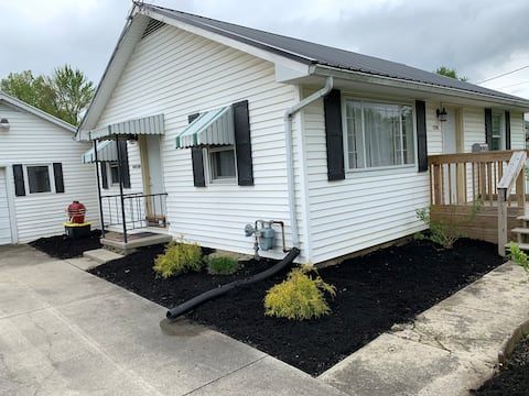 ENTIRE HOME CharmingCottage,Very Clean,A+ Location
