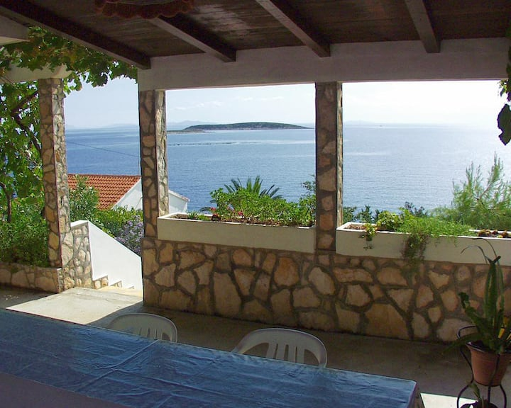 One bedroom apartment with terrace and sea view Milna, Vis (A-1145-a)