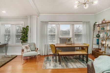 PLAZA Condo in the Heart of KC!