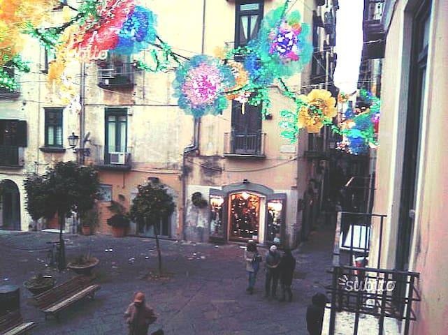 Salerno centro vicino alla Stazione ed al mare.