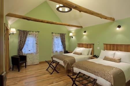 Butterfly Room at the Fenton Inn