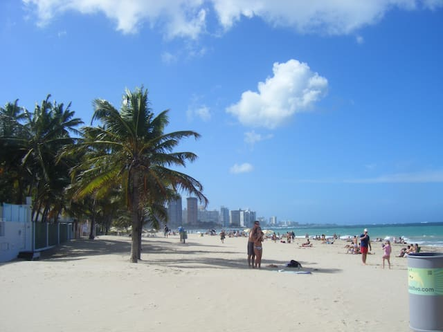 San Juan: Ocean Park Beach Condo - San Juan - Casa