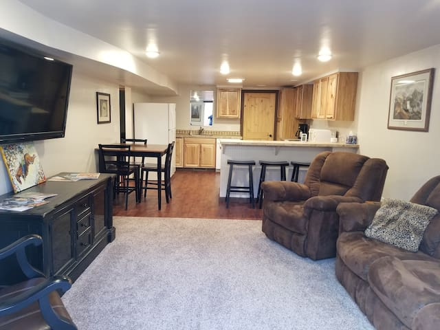 ★★Couple's/Family retreat★★  Conveniently located!