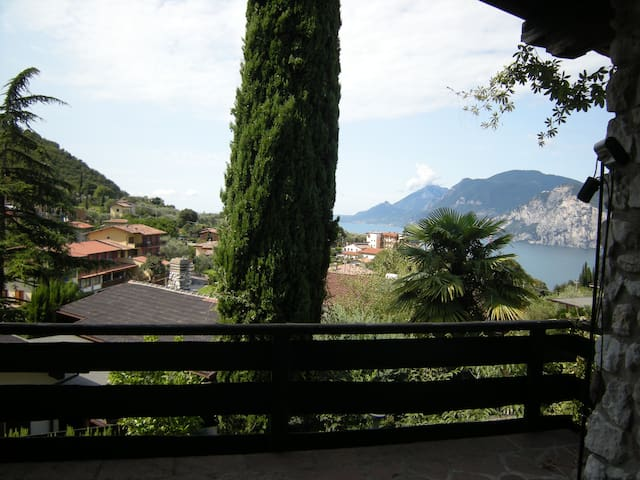 Holiday house Malcesine with amazing view - Malcesine - House