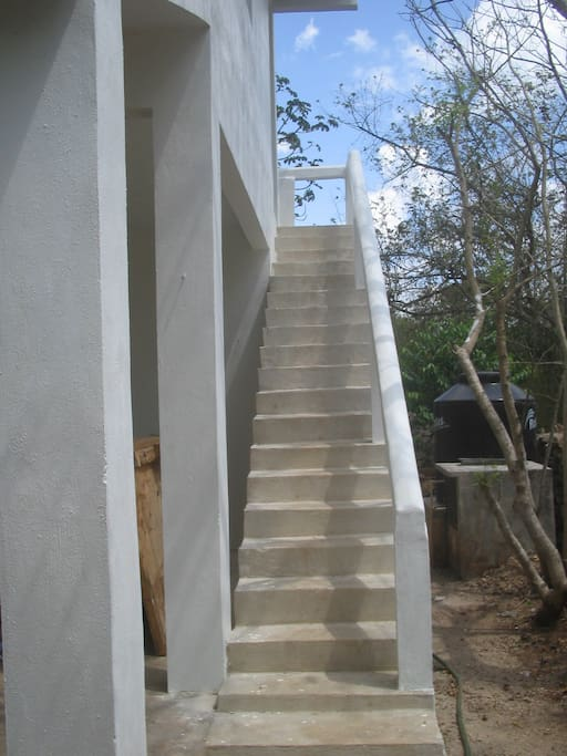 Private outside stairway entry