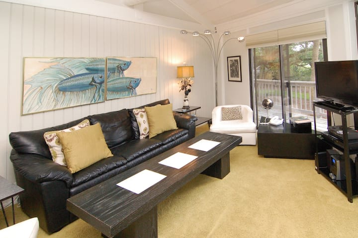 Villa w/deck, private grill, community pool - walk to the beach and Lake House!