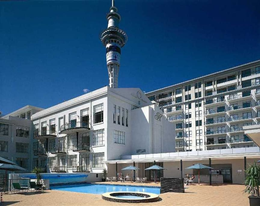 Outdoor pool with the original hotel on the left and Towers Block on the right.