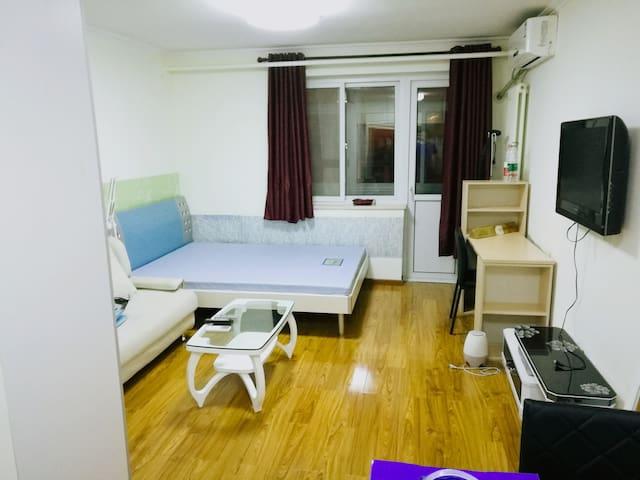 邻长安街,单价13W+/平米温馨一居室,近北京西站,紧邻西二环。适合工作、旅游暂住、学习。