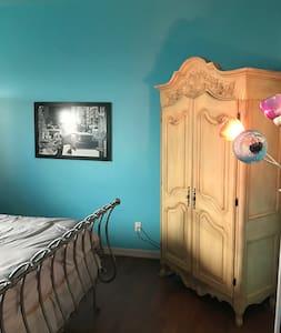 Relaxing bedroom - Brownsville