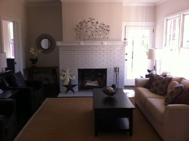 Charming bungalow in East Atlanta -Room for 2!