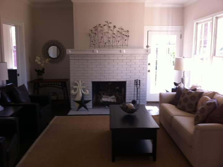 Charming bungalow in East Atlanta - Entire Home!