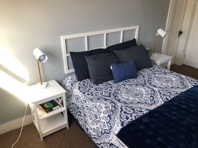 New firm queen bed