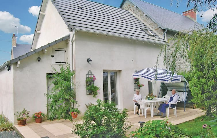 Semi-Detached with 1 room on 45 m² in Hocquigny