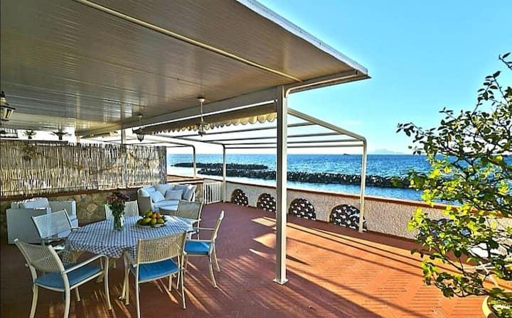 Villa privata con spiaggia  ad uso esclusivo🏖️🏖️