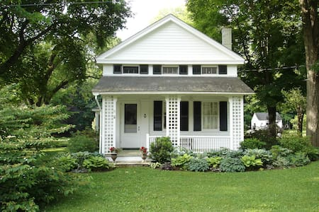 Cozy Cottage w/ Gardens, 3 Bedroom - West Stockbridge