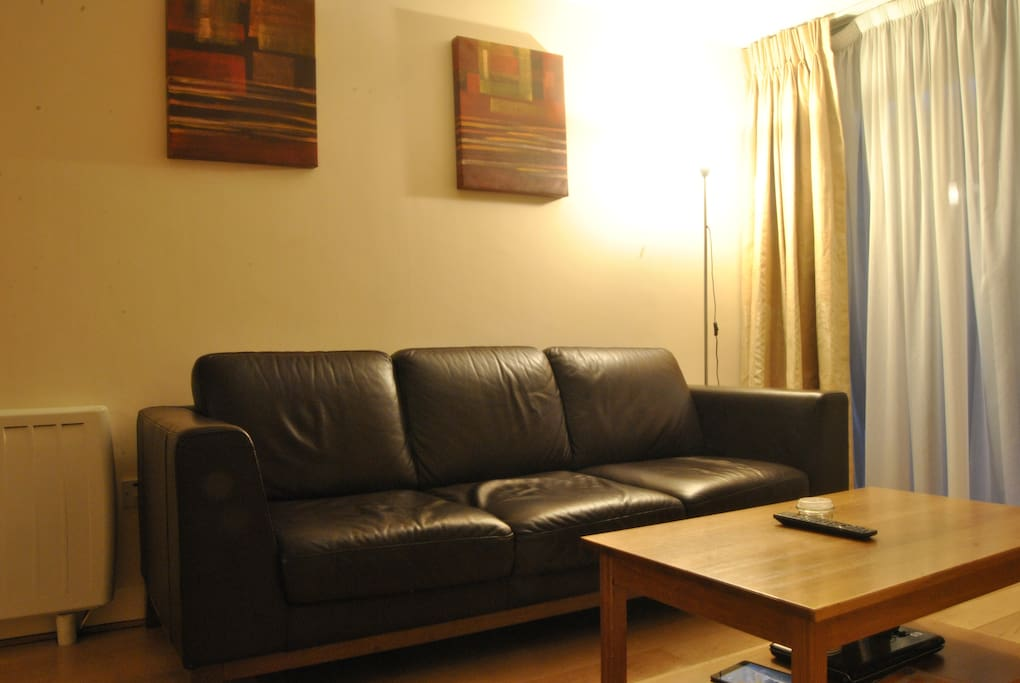 LIVING ROOM ; sofa to relax after a turistic  day or a day work