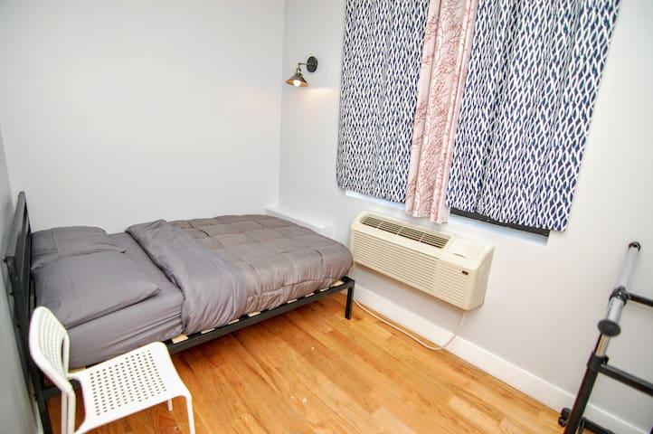 Cozy bedroom 25 min from Manhattan