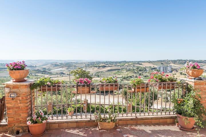Appartamento in Villa su Collina Siciliana