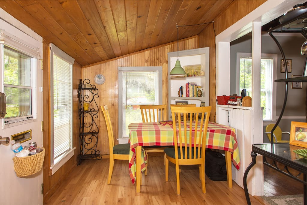 This cute little kitchen with a lepruchan door has everything you need for cooking- all dishes, pots & pans, condiments, napkins and papertowels- even wine glasses provided! Cook Books of many cuisines are provided for you pleasure!