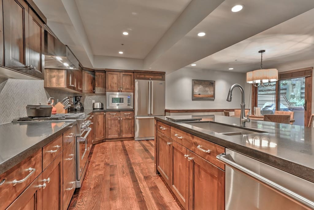 Deer Valley Stonebridge Ultimate- Kitchen