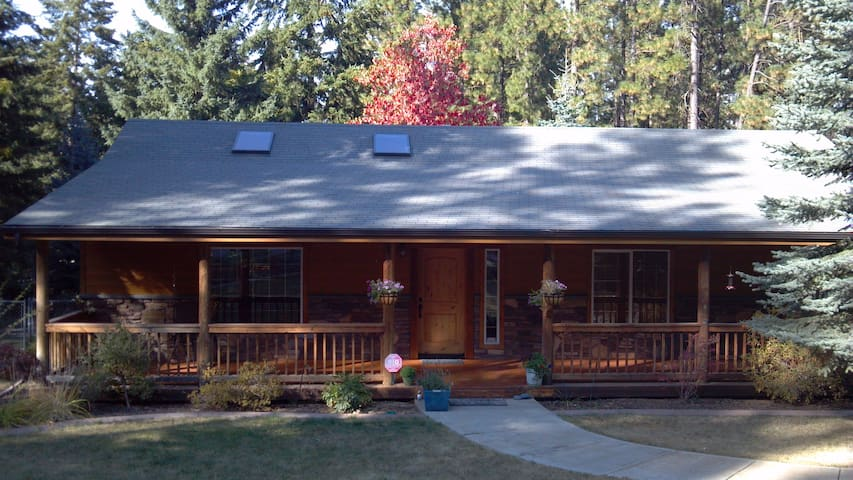 Custom Rancher in the Trees.  - Post Falls - House