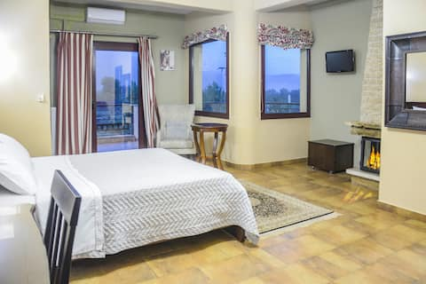 Gaia Kaimaktsalan-Room with Fireplace and Jacuzzi