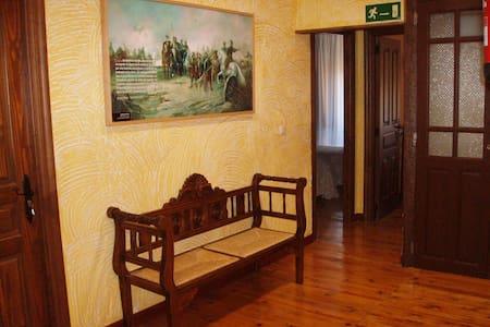 Casa solariega del siglo XIX - Villalar de los Comuneros - Hus