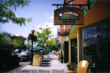 Our downtown area is quaint with fun activities such as art galleries, boutiques and restaurants.
