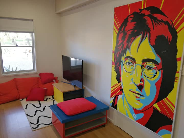 Gawler Townhouse 1 Bedroom John Lennon Room