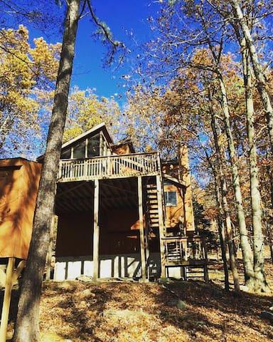 Pet Friendly Poconos Home Rental - Bushkill